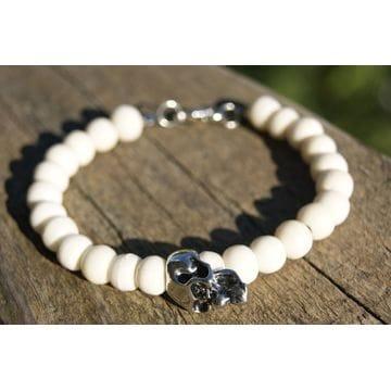 Браслет с белыми камнями и черепом