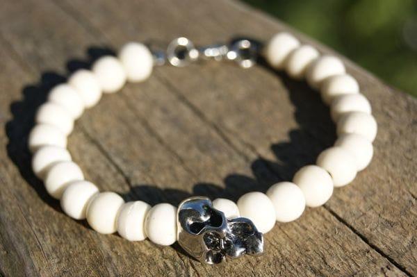 Браслет с белыми камнями и черепом, купить в интернет-магазине Brutalbeard