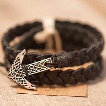 Браслет с руной Tyr Wolves silver black в скандинавском стиле