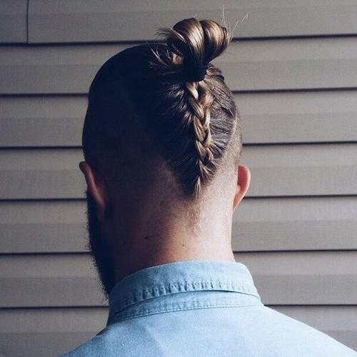 Мужская прическа с косой