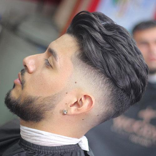 Вариант прически с волосами средней длины зачесанной назд и бородой